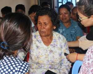 A women opens up about her past traumatic experiences during a community dialogue held by TPO.